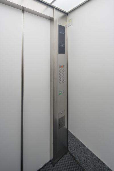 07 エレベーターかご内パネル