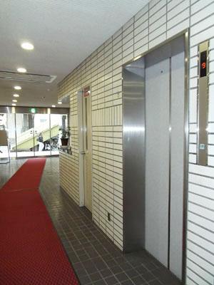 1階EVホール2
